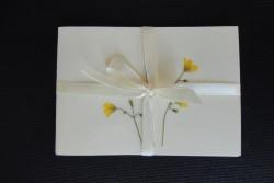 Blomsterkort med tørrede vilde planter af Nora - rektangulære-lyst bånd
